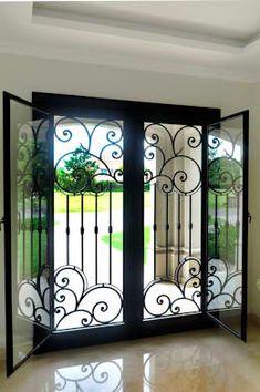 Puertas y ventanas de estilo clásico por DEL HIERRO DESIGN