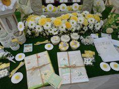 Daisy themed Wedding Guestbooks