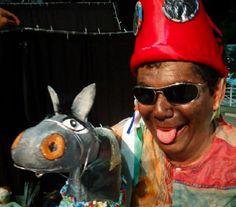 """No domingo, dia 8, o Passeio Público recebe a peça infantil """"O Auto do Boi Boca Rica"""", da Cia. Epidemia de Bonecos, às 19h, seguida por um piquenique. A partir das 13h, o projeto """"Passeio Instrumental"""" apresenta um show com o Trio Caixa de Som. A entrada é Catraca Livre."""