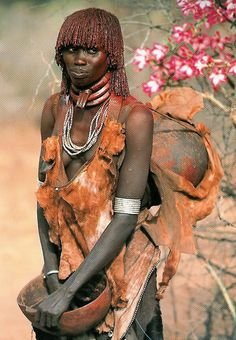 Ethiopia.  Karo woman.  The work of Carol Beckwith and Angela Fisher in a study of the women of the Horn of Africa, Ethiopia and the surrounding countries