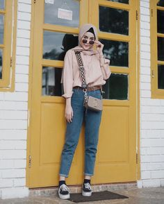 Aghniá Punjabi wearing our Marc Jacobs Snapshot Bag Marc Jacobs Snapshot Bag, Marc Jacobs Bag, What To Wear, Mom Jeans, Ready To Wear, Street Style, Clothes For Women, Pants, Shopping