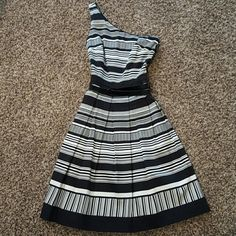 NWOT White House Black Market one shoulder dress Gorgeous black and white horizontal striped one shoulder dress! Has a belt to show off your waist! Has cute pleated design, very flattering on!! Never worn, in perfect condition! Perfect for a wedding or cocktail party! Beautiful dress! White House Black Market Dresses One Shoulder