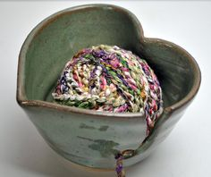 Ceramic Heart Yarn Bowl by bluegreenartisan on Etsy Crochet Yarn, Knitting Yarn, Baby Knitting, Knitting Patterns, Yarn Bowls Diy, Pottery Designs, Pottery Ideas, Clay Bowl, Yarn Ball