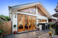bungalow extension modern but in keeping with original Bungalow Extensions, House Extensions, Bungalows, Facade Design, House Design, Fresco, Belmont House, California Bungalow, Bungalow Renovation