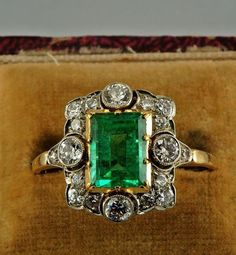 Emerald ring~ Vintage 18 k Solid gold Emerald ring jewelry-9794