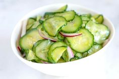 Tangy Cucumber Salad How to make the best cucumber salad recipe with a sweet and tangy dressing made of vinegar, a little bit of sugar, and Dijon mustard. German Cucumber Salad, Salad Recipes, Healthy Recipes, Cucumber Recipes, Meatless Recipes, Skinny Recipes, Pasta Recipies, Hcg Recipes, Atkins Recipes