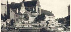Prostor za kláštěrem mezi Předním a Malým mlýnem před rokem 1930 Malang, Street View, Painting, Cinema, Painting Art, Paintings, Painted Canvas, Drawings