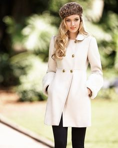 Beautiful white coat and cute barre :)