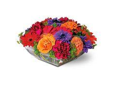 Arreglo de flores varias en base cuadrada  Centro de mesa para boda