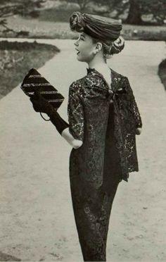 New Fashion Photography Glamour Vintage Ideas Glamour Vintage, Vintage Beauty, Vogue Vintage, Moda Vintage, Vintage Mode, Vintage Ladies, Vintage Hats, 1950 Style, Foto Fashion