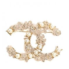 CHANEL Pearl Crystal CC Flower Brooch Dore Blanc Nacre Gold ❤ liked on Polyvore featuring jewelry, brooches, chanel, acc, brooch, flower jewelry, flower jewellery, crystal flower brooch, gold flower brooch and flower brooch