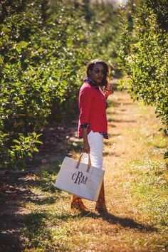 Apple Orchard | Live Love and Read | apple orchard photography, apple orchard outfit, fall photoshoot