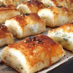 Kolay börek tarifi arayanlar için baklava yufkasından börek yapımı ve püf noktaları bu yazımızda siz değerli okuyucularımız için hazırlandı. Types Of Food, Baked Potato, Mashed Potatoes, Pasta, Cheese, Baking, Ethnic Recipes, Whipped Potatoes, Smash Potatoes