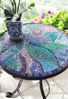 Left with loads of unused mosaic crafts? Make something innovating instead of simply ditching them away with these super-amazing DIY mosaic crafts. Table Mosaic, Mosaic Birdbath, Mosaic Glass, Glass Art, Stained Glass, Mosaic Mirrors, Mosaic Outdoor Table, Sea Glass, Mosaic Crafts
