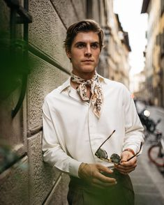 been getting around the cravat/foulard as of late—what's everyone's thoughts? I think they're the perfect summer alternative to a tie! Mens Scarf Fashion, Queer Fashion, Mein Style, Man Photography, Camping Style, Cravat, Gentleman Style, Fashion Tips For Women, Stylish Men