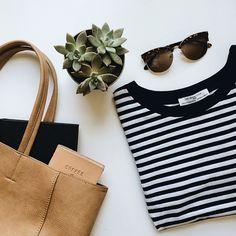 ideas for travel packing outfits minimal classic Fall Inspiration, Flat Lay Inspiration, Flat Lay Photography, Clothing Photography, Product Photography, Photography Bags, Mode Style, Style Me, Classy Style