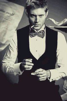 supernatural jensen ackles dean winchester oh my. Dean Winchester, Jensen Ackles, Gorgeous Men, Beautiful People, Beautiful Beautiful, Supernatural Series, Supernatural Jensen, Supernatural Cartoon, Supernatural Fandom