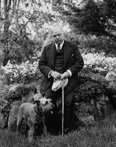 William Lyon Mackenzie King and his dog Pat / Le très honorable W. Mackenzie King et son chien Pat John Prine, I Carry Your Heart, Us Presidents, Lyon, Good People, Vintage Photos, King, Politicians, History
