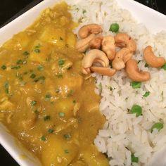Kip, kerrie, appel, cashewnoten met rijst. Heerlijke combinatie