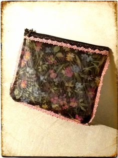 Cute purse to keep nice things... made of japanese tulle. Un moneder moníssim fet de tul japonès. #diy #sewing #ifilgood #crafts