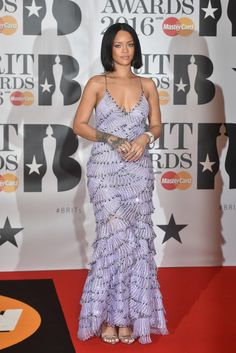 Rihanna: Throwing Shade at Beyonce on Twitter? - The Hollywood Gossip
