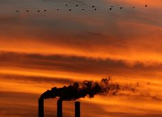 Greenhouse gas emissions in the United States dropped by 3.4% in 2012, federal environmental regulators reported Tuesday.