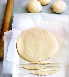 Anytime Calzones Dough From Better Homes and Gardens This versatile dough can be frozen ahead and used to make lunch or dinner calzones any time you like. Pizza Recipes, Bread Recipes, Cooking Recipes, Easy Recipes, Healthy Recipes, Calzone Dough, Pizza Dough, Pizza Pizza, Dough Recipe