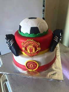 Manchester United soccer football cake Football Birthday, 8th Birthday, Birthday Cakes, Birthday Parties, Soccer Cake, Soccer Party, Manchester United Cake, Unique Cakes, Party Ideas