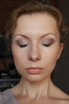 brown make-up and blue eyes