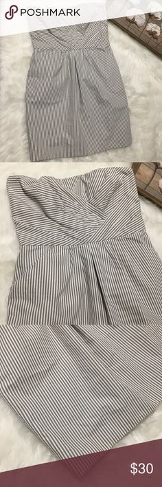French Connection Gray Strapless Striped Dress 10P Super chic and stylish French Connection gray asymmetrical striped gray dress in excellent condition. Great for all occasions. Size 10P French Connection Dresses Strapless