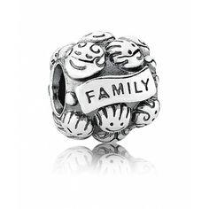 """Charm argent """"Family"""" Pandora (39.00€) ! Après la tout la fête des mères, c'est aussi et surtout un événement qui réunit toute la famille !"""