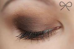 Купить палитра теней makeup revolution essential mattes 2 по цене 360 грн в Киеве, Украине — Artsoul Make-Up