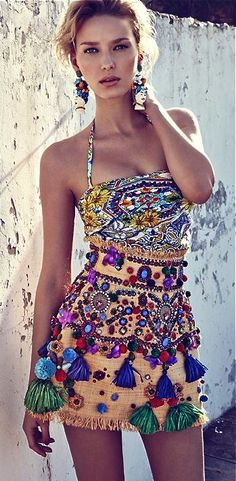 Check Out Boho Hippie Style Clothing. Bohemian clothing or boho clothing for short is called as hippie clothing is because of the fact that is very similar to street clothing. Beauty And Fashion, Boho Fashion, High Fashion, Fashion Outfits, Womens Fashion, Fashion Design, Fashion Trends, Beachwear Fashion, Street Fashion
