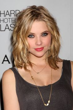 2010 Spring Choppy Shoulder Length Hairdos Short Hair Styles Design 399x600 Pixel