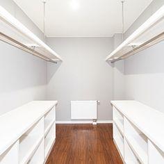ナチュラル/RC北海道支部/北欧/ブルーグレー/ウォークインクローゼット/ベッド周り…などのインテリア実例 - 2015-11-21 09:20:35 | RoomClip(ルームクリップ) Bedroom Built In Wardrobe, Master Bedroom Closet, Wardrobe Closet, Walk In Closet, Narrow Closet Design, Bedroom Divider, Closet Renovation, Closet Layout, Small Closets