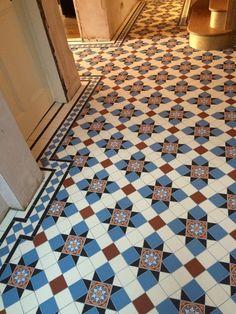 mosaic flooring Catchy Mosaic Floor Ideas For Home Interior 53 Victorian Flooring, Victorian Tiles, Victorian Art, Hall Tiles, Tiled Hallway, Hall Flooring, Vinyl Flooring, Cafe Industrial, Porch Tile