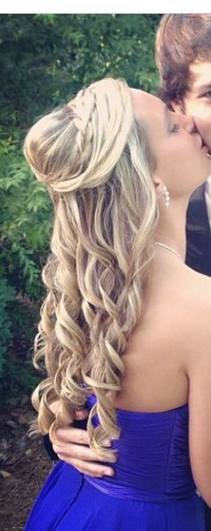 Prom hair Dance Hairstyles, Homecoming Hairstyles, Formal Hairstyles, Pretty Hairstyles, Wedding Hairstyles, Dress Makeup, Hair Makeup, Verona, Special Occasion Hairstyles