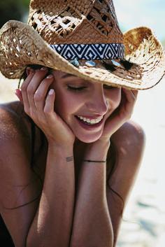 #AnnaNooshin #hunkemöller #fashion #swim #bikini #beach #sunhat