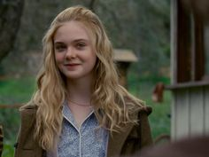 Young Elle Fanning in We Bought a Zoo, look how innocent she is! Young Actresses, Child Actresses, Actors & Actresses, Fanning Sisters, Dakota And Elle Fanning, Cute Girl Face, Wattpad, Celebs, Celebrities
