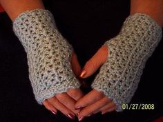 Elegant wrist warmers free pattern by JR Crochet Designs. Crochet Hand Warmers, Crochet Boot Cuffs, Crochet Boots, Crochet Gloves, Crochet Beanie, Crochet Scarves, Knit Crochet, Crochet Fingerless Gloves Free Pattern, Patron Crochet