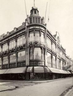 Het filiaal van warenhuisketen Vroom & Dreesmann op de Binnenweg te [Rotterdam],…