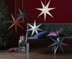 Point er en helt ren og enkel julestjerne fra Star Trading. Point kommer i vakre, moderne farger og enkelt hull-mønster i to størrelser, 60 og 80 cm. Papirstjernene vil skape hyggelig stemning i hjemmet både om du henger de i vinduet og om du lener de mot veggen på en hylle. Hygge, Lounge, Couch, Stars, Sideboard, Furniture, Home Decor, Chair, Airport Lounge