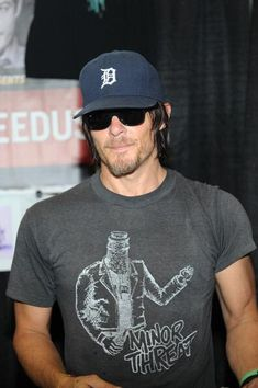 Ohh Gawwd Damnnn! Pardon my french, but look @ Daryl!!
