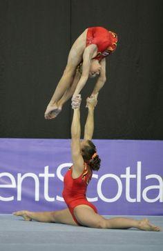 Elizabeth Oliver & Katie Axten (Spelthorne) gbr women's pair @ world championships 2008 #acrobalance #acrobatics #gymnastics #acrogymnastics #contortion #handblancing #cirque
