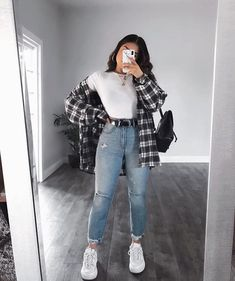 OOTD😍♥️Yayy or Nayyy? Swipe up to see the whole outfit.OOTD😍♥️Yayy or Nayyy? Swipe up to see the whole outfit. Trendy Fall Outfits, Cute Comfy Outfits, Winter Fashion Outfits, Retro Outfits, Look Fashion, Stylish Outfits, Vintage Outfits, Cool Outfits, Casual Summer Outfits