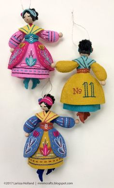 On the eleventh day of Christmas,My true love sent to meeee... Eleven ladies dancing! I'm delighted to announce the eleventh pattern in my Twelve Days ornaments series has sashayed its way into my Et
