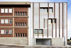 Expansão de escola de ensino médio / SMS Arquitectos