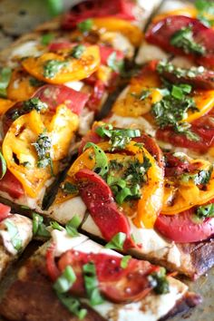 Caprese Pizza with Balsamic Drizzle and Chimichurri Sauce with Heirloom Tomatoes and fresh mozzarella on almond flour pizza crust - grain-free, gluten-free, and delicious! Entree Recipes, Healthy Recipes, Ketogenic Recipes, Pizza Recipes, Yummy Recipes, Keto Recipes, Caprese Pizza, Pizza Pizza, Chimichurri Chicken