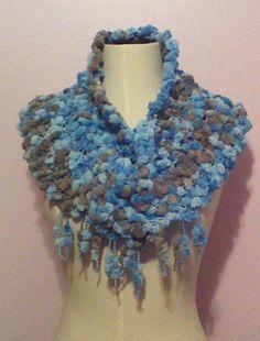 Cuello en lana acrílica #gala puede usarse sobre la cabeza o sobre los hombros