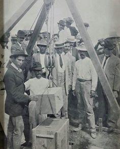 Año 1913, Colocación de la primera piedra del Casino de Puerto Rico en el area del Condado en Santurce.